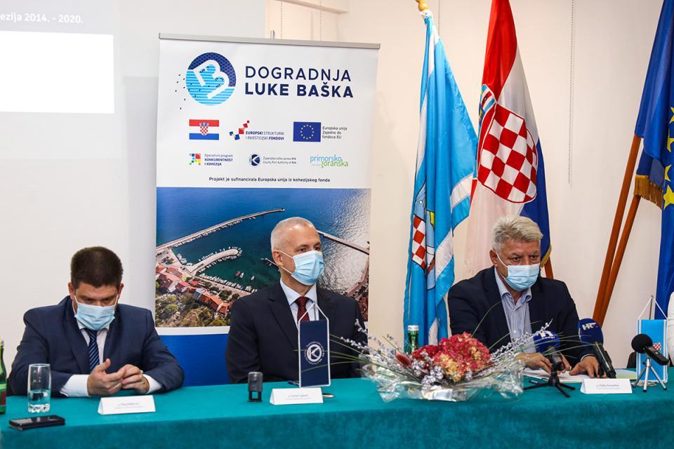 Potpisivanje ugovora s izvođačima radova u Baški