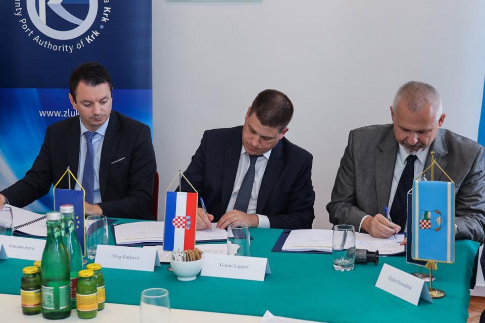 Potpisivanje ugovora: Oleg Butković, Tomislav Petric i Goran Lajnert